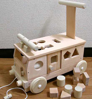 「森のパズルバス」手押し車