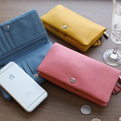 彼女のお財布がちょっとくたびれているようだったら、お財布もおススメです。