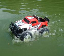 走行性がワイルド!水陸両用で楽しむ4WD!