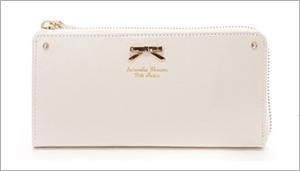 20代の女性に特に人気が高いのがサマンサタバサの財布